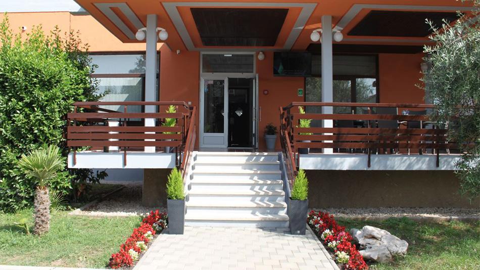 hotel-albamaris-okruzen-prirodom